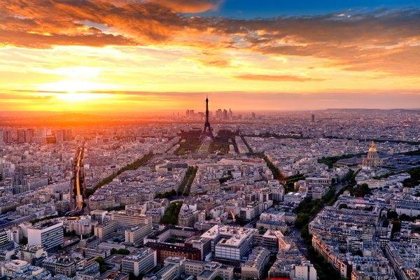 Поездка в париж воплощает в жизнь